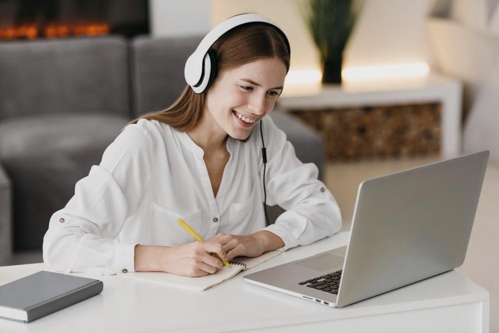 Estudios 100% en línea dan acceso al permiso de trabajo posdiploma