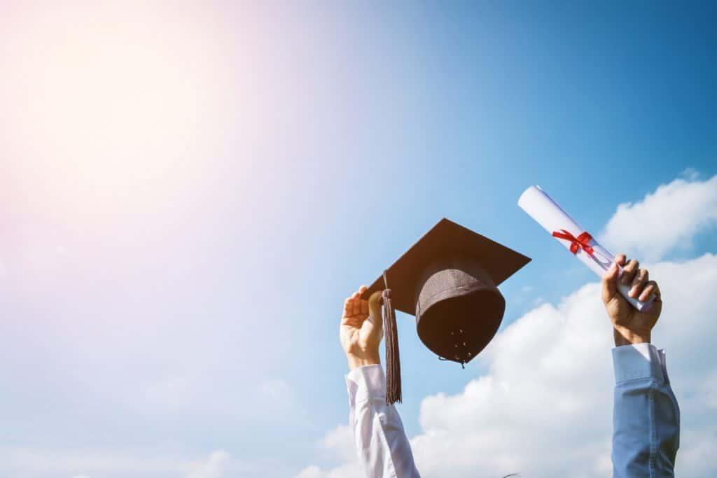 Residencia permanente para estudiantes internacionales: nueva vía - Residencia permanente